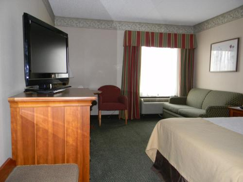 . Holiday Lodge Hotel and Conference Center