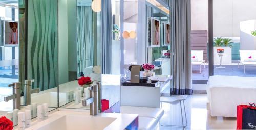 Habitación Doble Superior con terraza - Uso individual The Mirror Barcelona 24