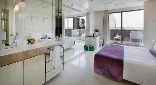 Habitación Doble Superior con terraza - Uso individual The Mirror Barcelona 26