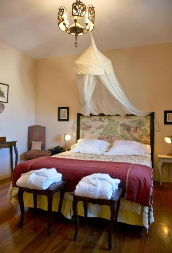 Double or Twin Room with Mountain View Hotel Santa Coloma del Camino 11