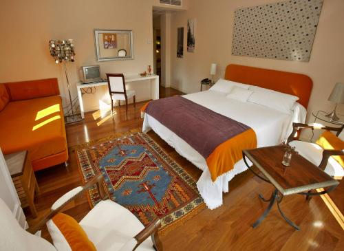 Triple Room with Mountain View Hotel Santa Coloma del Camino 6