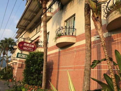 Rose Garden Motel - Photo 2 of 15