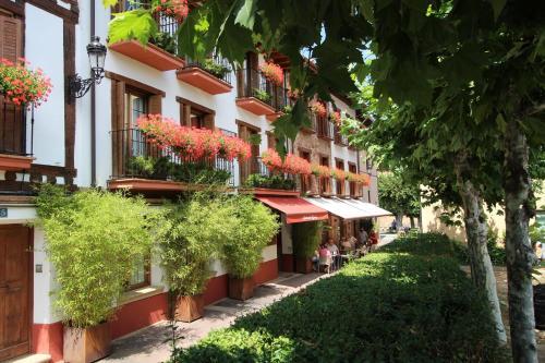 . Apartamentos Turísticos Ezcaray