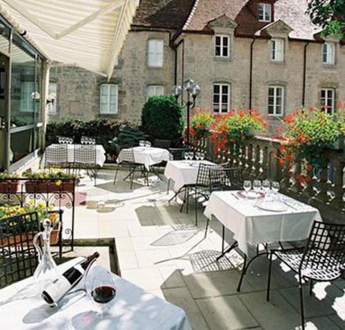 . Hôtel Le Cheval Blanc