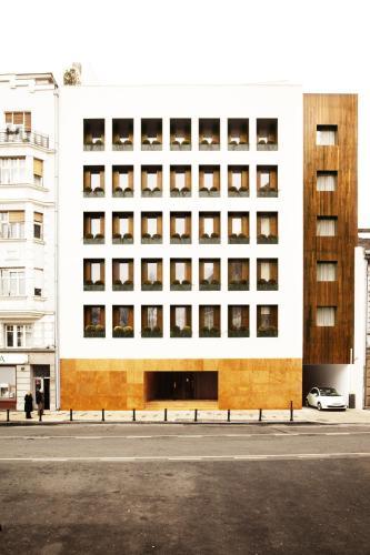 Studentski trg 9, Belgrade 103933, Serbia.