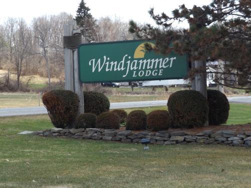 . Windjammer Lodge