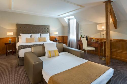 Grand Premium Double Room (2 Adults + 1 Child)
