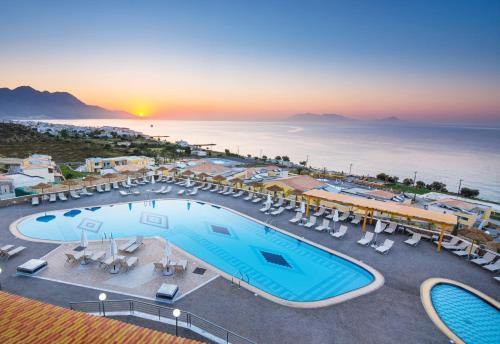 . Grand Blue Beach Hotel