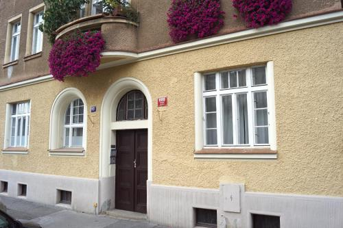 Prague Letna Apartments - image 3