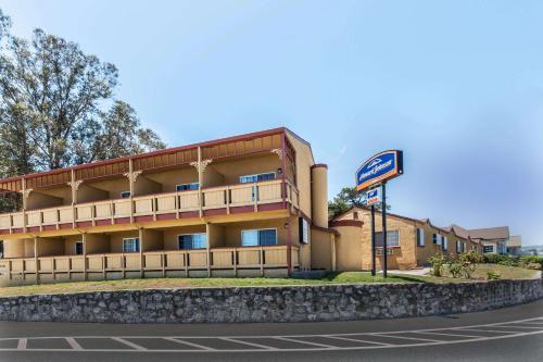 Howard Johnson by Wyndham Santa Cruz Beach Boardwalk