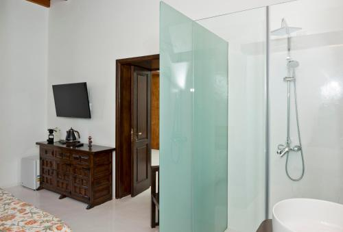 Deluxe Double Room with Side Sea View Finca Isolina Hotel Boutique 2