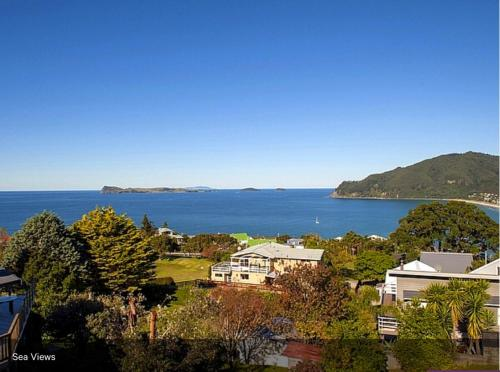 . Pretty on Tairua Holiday Home