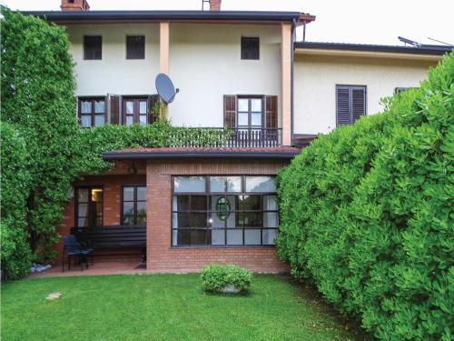 Two-Bedroom Apartment in Dobrovo v Brdih