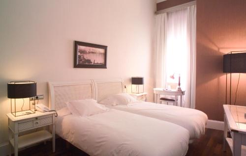 Double or Twin Room Hotel Palacio Garvey 9
