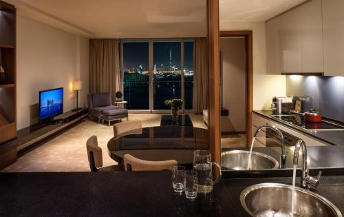 InterContinental Residence Suites Dubai Festival City photo 9