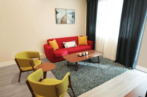 HotelDowntown Cosmopolitan Suites