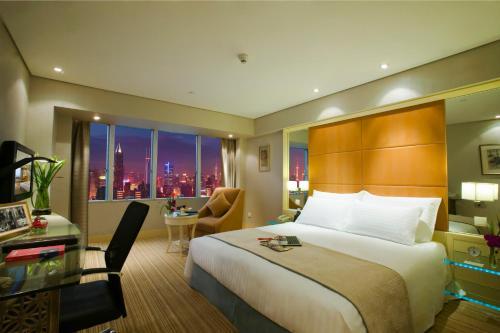 Jin Jiang Tower Представительский номер бизнес-класса с кроватью размера «king-size»