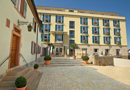 hotel hirschen in freiburg lehen an ascend hotel collection member en friburgo de brisgovia. Black Bedroom Furniture Sets. Home Design Ideas