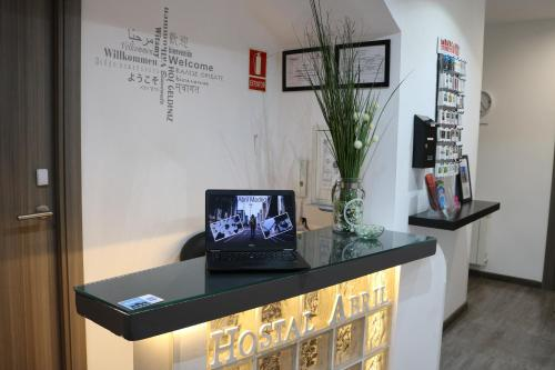 Hotel Hostal Abril Madrid