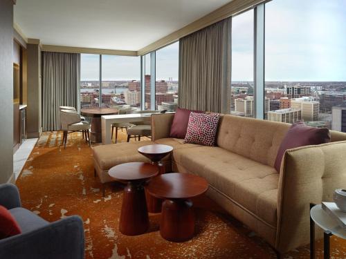 Omni Louisville Hotel - Louisville, KY 40202