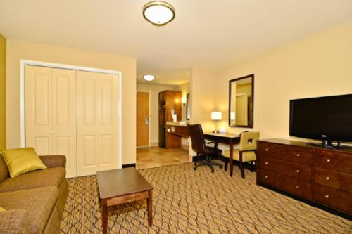 Holiday Inn Express Hotel And Suites Williston - Williston, ND 55801