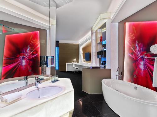 V Hotel Dubai, Curio Collection by Hilton photo 4
