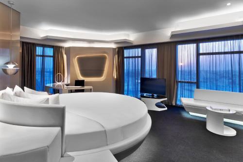 V Hotel Dubai, Curio Collection by Hilton photo 5