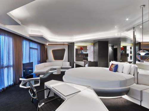 V Hotel Dubai, Curio Collection by Hilton photo 28