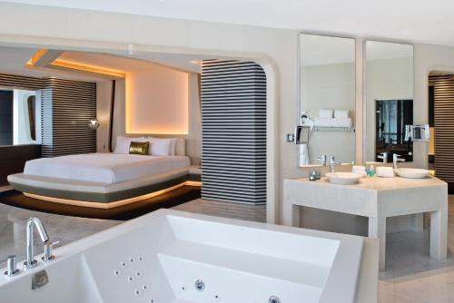 V Hotel Dubai, Curio Collection by Hilton photo 33