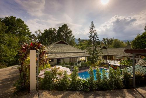 Private Poolvilla mit Wasserfall Private Poolvilla mit Wasserfall