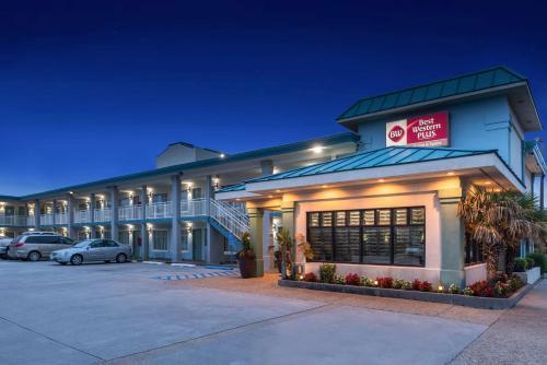. Best Western Plus Holiday Sands Inn & Suites