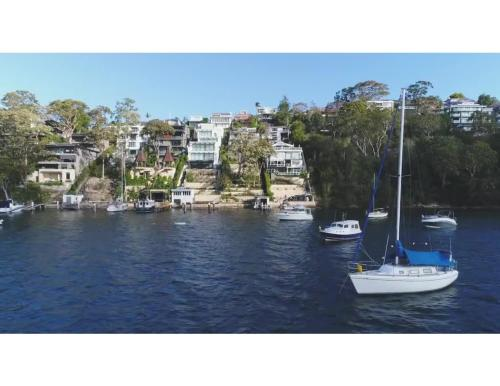 Professional living minutes from the city - image 2