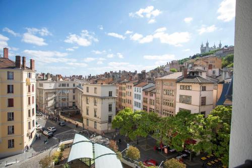 5 place Saint-Paul, 69005 Lyon, France.