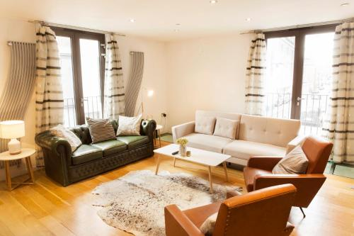 The Holborn Lights - Modern 3Bdr Home With Rooftop Terrace & Garage, London