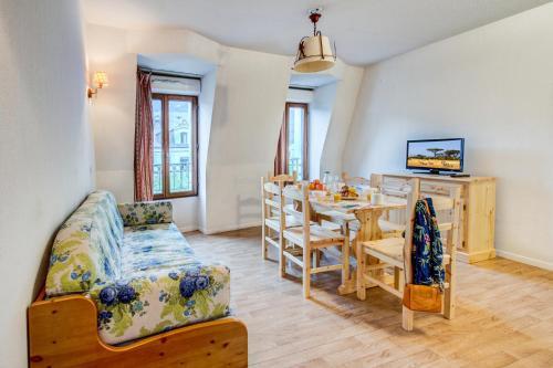 2-Room Apartment (4/5 People)