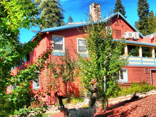 Budget Hotel Deals In Bear Valley United States Strawberry Inn