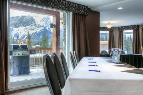 Falcon Crest Lodge by CLIQUE - Canmore, AB T1W 3K5