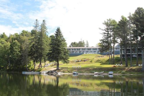 . Beach Cove Waterfront Inn