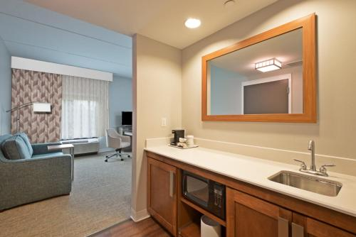 Hampton Inn - Suites North Huntingdon-Irwin PA - Irwin, PA 15642