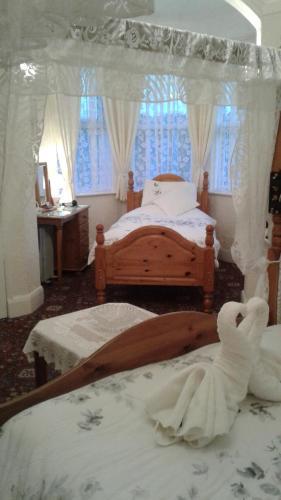 Knighton Lodge - Photo 7 of 63