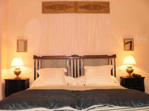 Double or Twin Room with Mountain View Hotel Santa Coloma del Camino 9