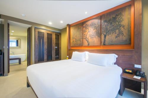 Grand Deluxe King or Twin Room