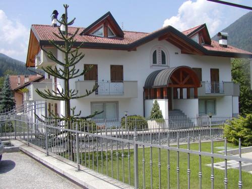 Monroc Hotel - Commezzadura