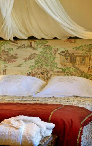 Double or Twin Room with Mountain View Hotel Santa Coloma del Camino 12