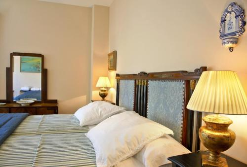 Double or Twin Room with Mountain View Hotel Santa Coloma del Camino 13