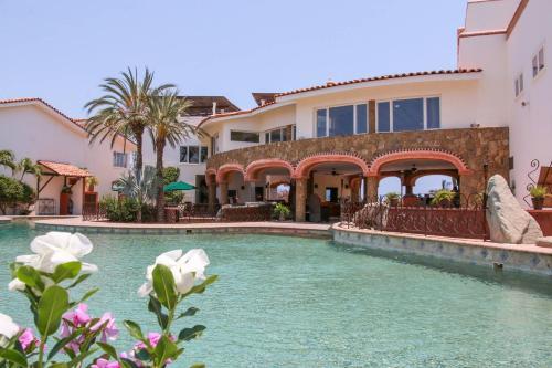 . Spacious Cabo Villa + Pool + Gym