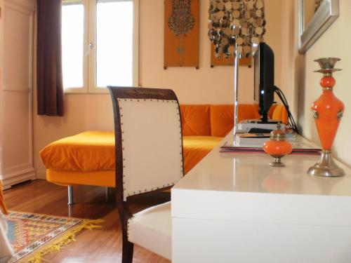Triple Room with Mountain View Hotel Santa Coloma del Camino 7