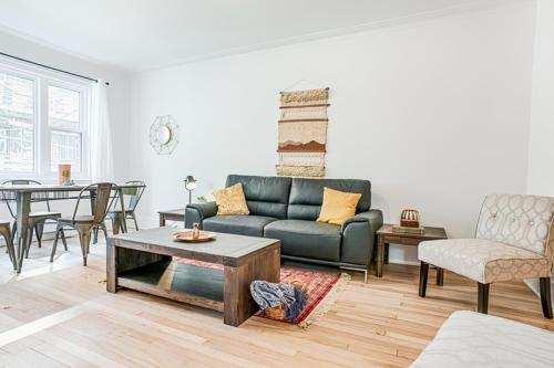 Modern Cote Des Neiges Suites By Sonder