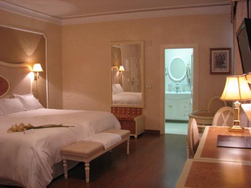 Twin Room Hotel Santa Isabel 20