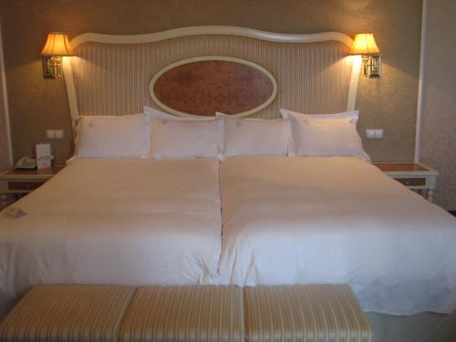 Twin Room Hotel Santa Isabel 17